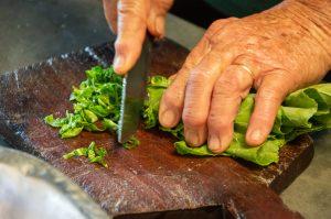 Dona Francisquinha Preparando a Melhor Carne de Lata